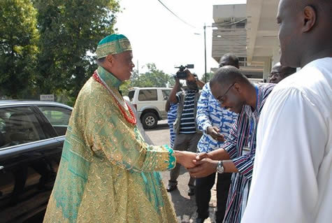 The Vice-Chancellor, Professor Ellis in a handshake with Chief Igbinedion on his arrival