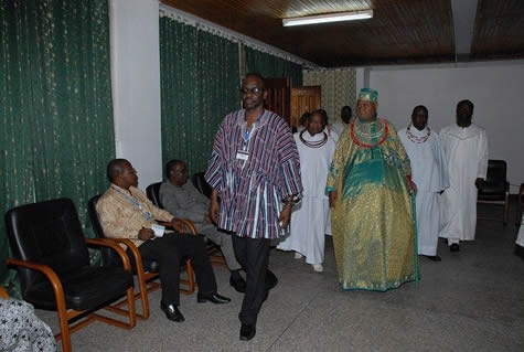 The Vice-Chancellor leading Chief Igbinedion and his entourage